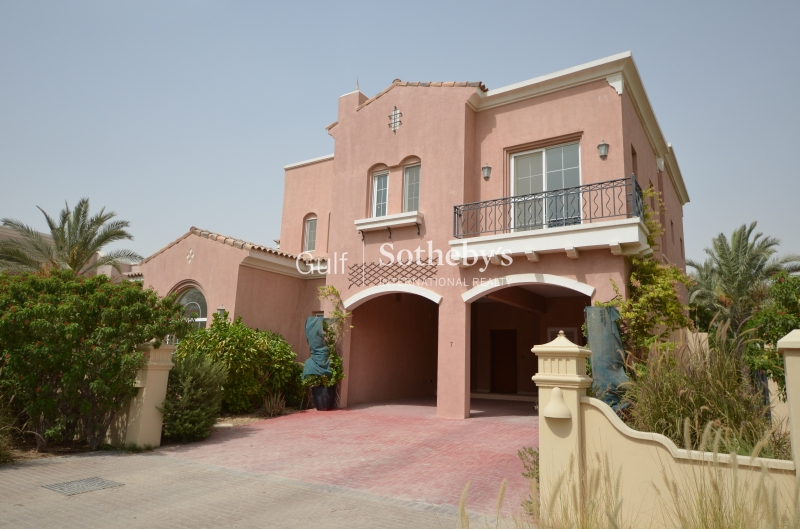 Attractive Five Bedrooms Villa With Pool