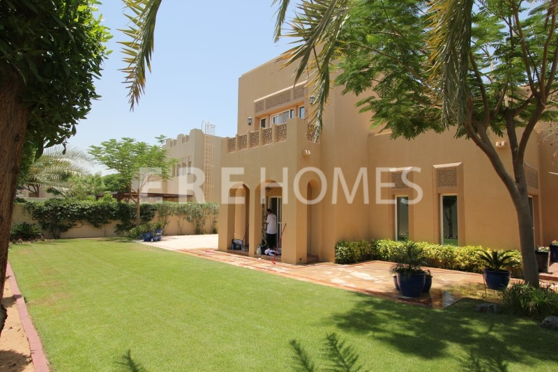 Immaculate, 5 Bed Plus Maids And Family Room, Al Mahra Type 17 Er R 8925
