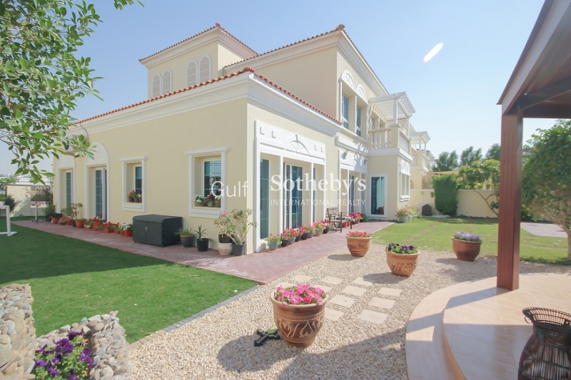 4 Double Bedroom Villa In Quiet Location