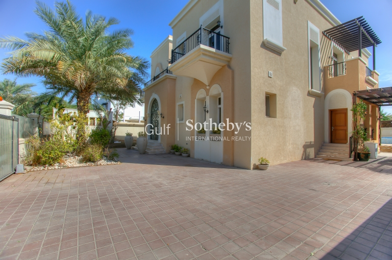 Marina Quays, Emaar, Large Two Bed, Full Marina View, Squash Courts, 180,000k Er-R-2354