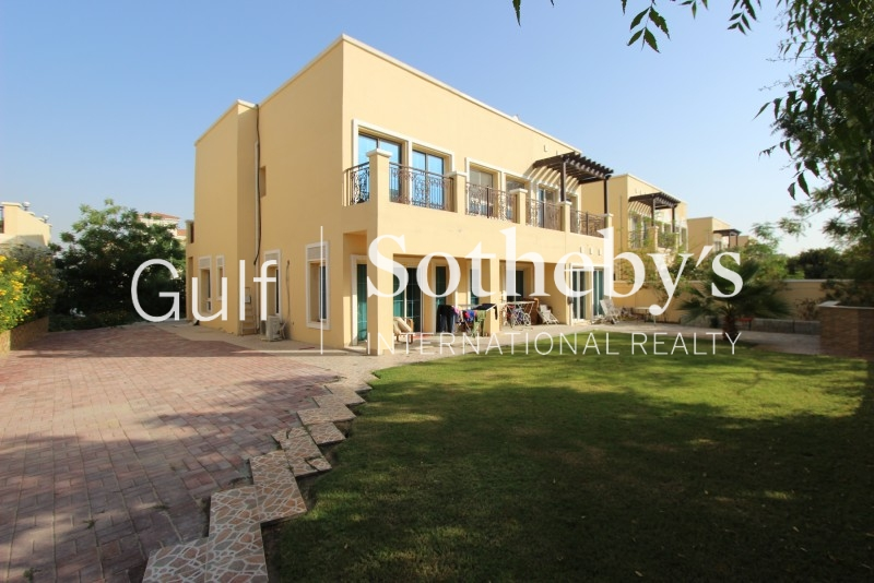 Five Bedroom Family Villa In A Quiet Road