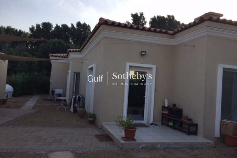 Vacant Five Bedroom Villa In A Quiet And Convenient Location With Views Of Jlt Skyline Er S 7398