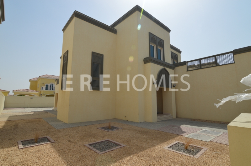 Best Priced Three Bedroom Large Villa In Jumeirah Park Er R 13995