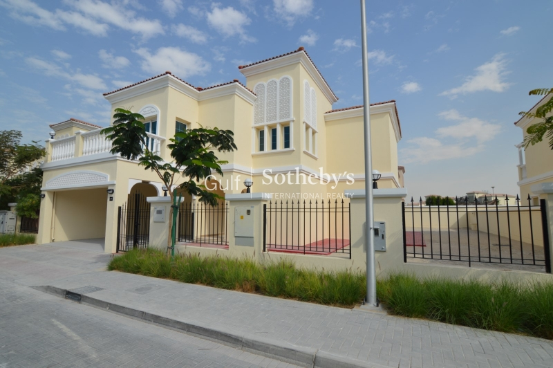 Extended Five Bed Villa On A Large Plot