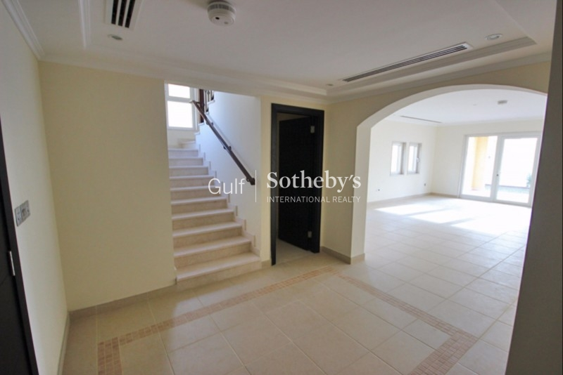 Exclusive. Mid Number Fully Furnished Arabic Central Rotunda Garden Home-Palm Jumeirah Er S 4087