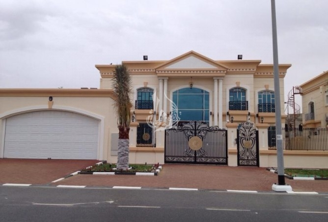 Huge 5 BR with Maids Driver Study Villa Al Quoz1
