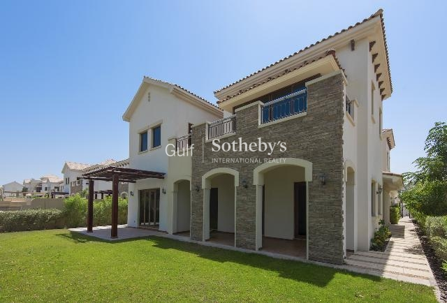 5br Villa With Views Of The Golf Course