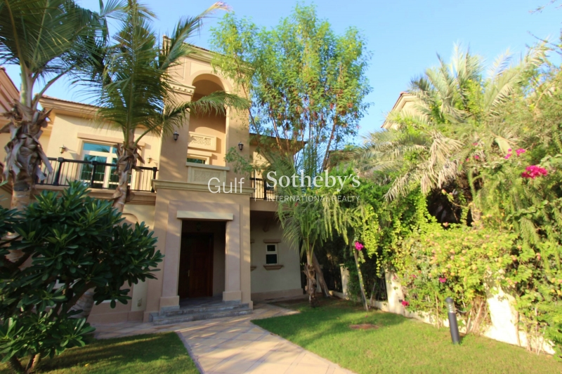 Four Bed Walking Distance To Club House