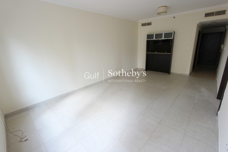 High Floor Well Maintained One Bedroom