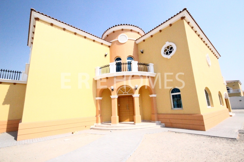 With Landscaping, Five Bedroom Villa In Jumeirah Park Er R 14640