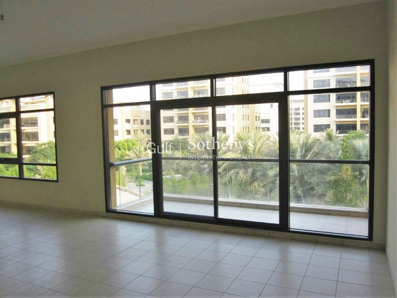 Stunning 3 Bedroom Plus Study, Pool View