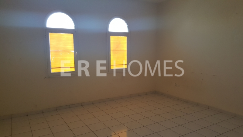 Ere Homes Offer For Sale This Spacious, High Quality 2 Bed With Maid'S Room In Green Lakes 3. Offered Vacant On Transfer And Asking Price Aed 2.5m. Ref Er S 4863