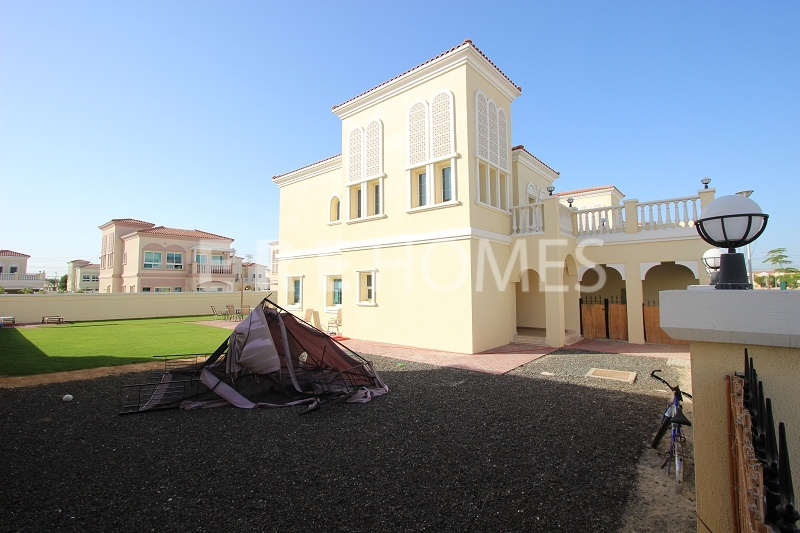 Mediterranean Two Bedroom Villa In An Excellent Location In Jumierah Village Triangle Er-S-3848