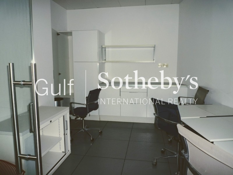 Two Bed, Spacious, Large Balcony, Great Location, Royal Oceanic, Dubai Marina Er R 9153