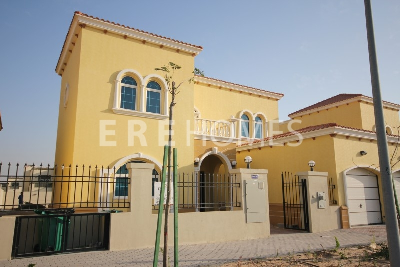 Huge Plot Three Bedroom Legacy Villa In Most Sought After Package With Large Rear Garden Er R 11719