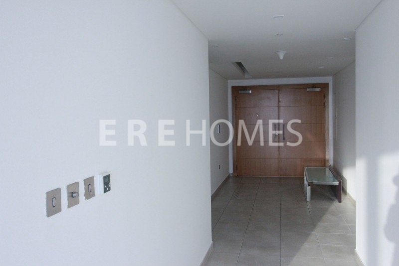 Ere Homes Offer For Sale This Realistically Priced, Well Presented 3 Bed With Large Maid'S Room In Sadaf 2 And Offered Vacant On Transfer. Call Claire On 0505074629 To View. Er-S-