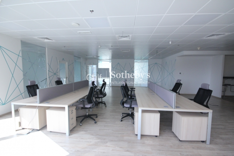 Beautiful Spacious Fitted Office Difc