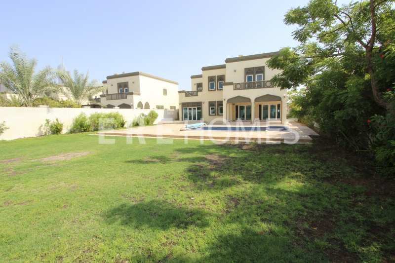 Corner Plot, Opposite Park, Huge 5 Bedroom Villa With Pool Er R 14467
