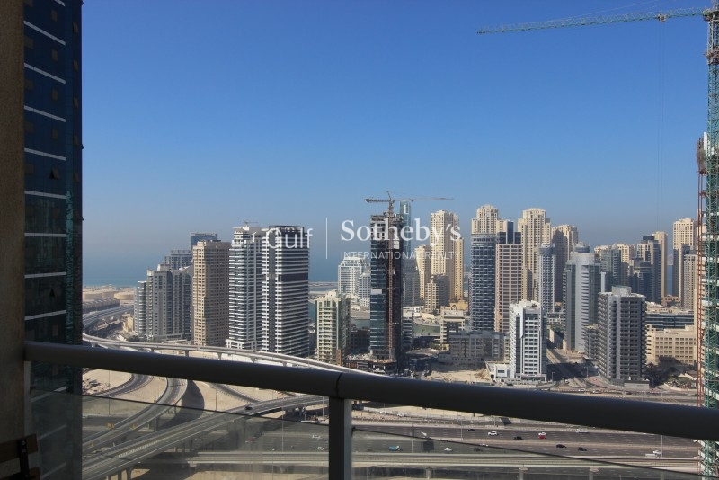 High Floor 2 Bed Apartment With Lake View