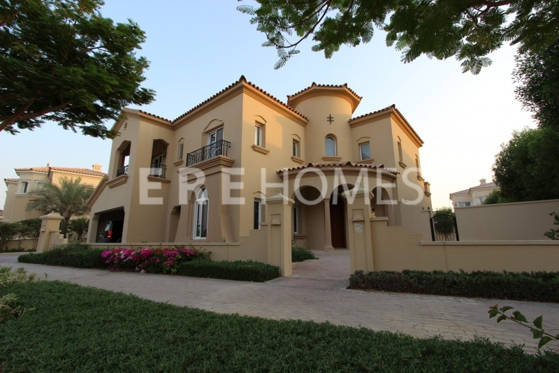 Priced To Sell! Excellent C2 Type Alvorada Villa Close To Pool And Park Er-S-2682