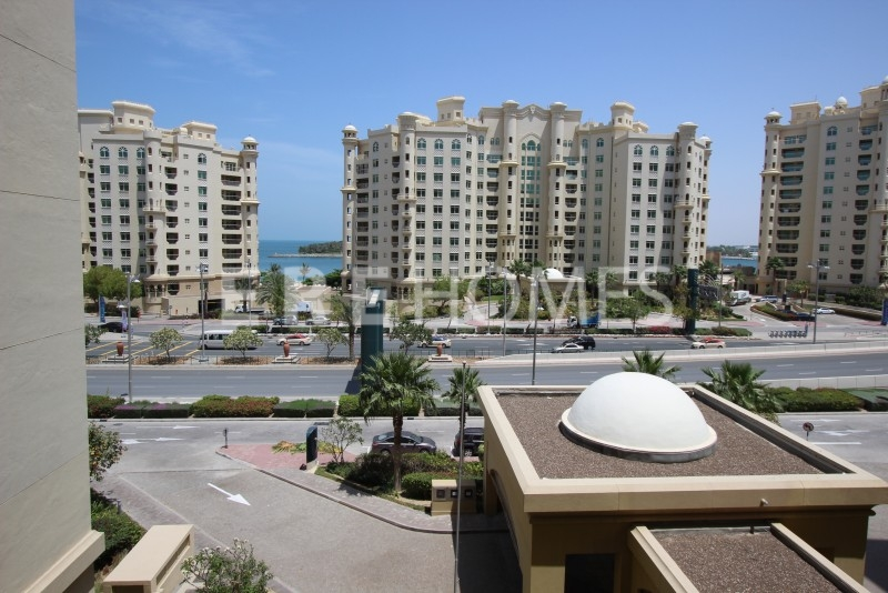 Amazing 2 Bedroom Plus Maid Apartment On The Shoreline Palm Jumeirah Offering Full Access To All Of The Shoreline Facilities Call Gavin Now To View On 0508719234