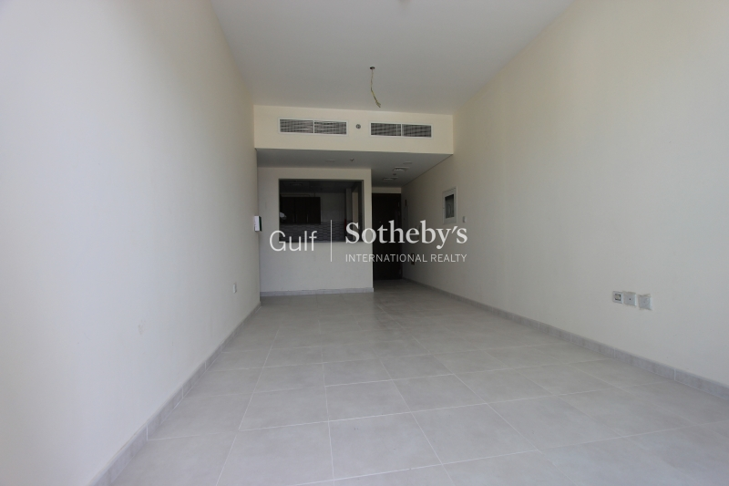 4 Cheques Spacious 1 Bedroom Emirates Garden With Balcony Er R 15440