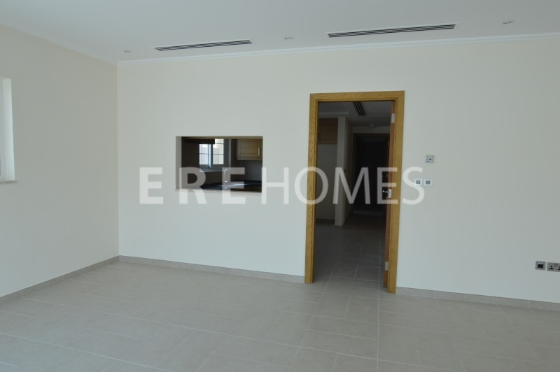 With Swimming Pool And Full Landscaping, Five Bedroom Villa On Corner Plot Jlt Skyline View Er R 13837
