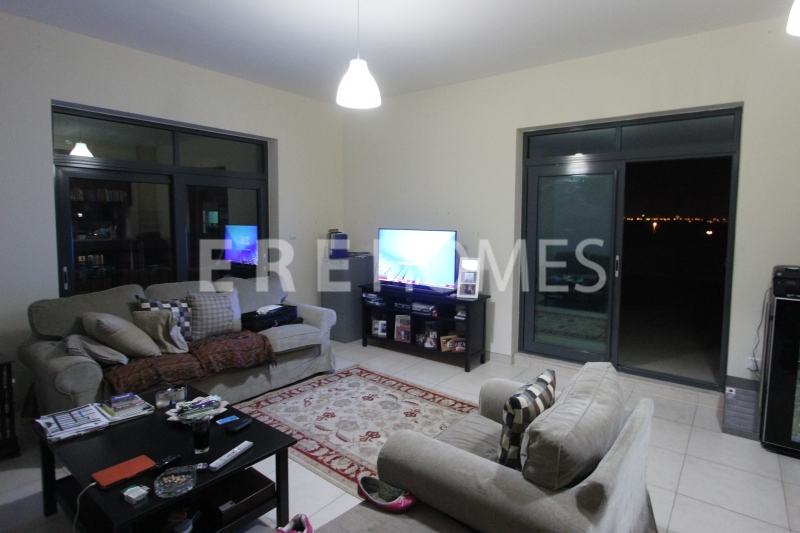 Large 2 Bed Plus Study In The Views Er R 16109