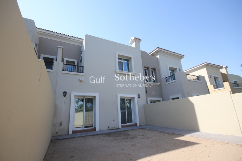 Seven Bed With Private Pool Er R 16585