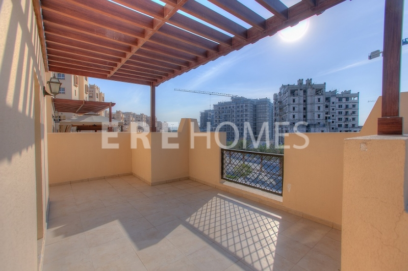 Large 2 Bed With Balcony, Vacant, 1.1m