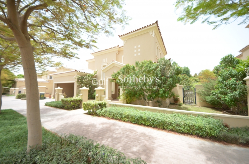 Stunning 4 Bedroom Villa With Large Gardens