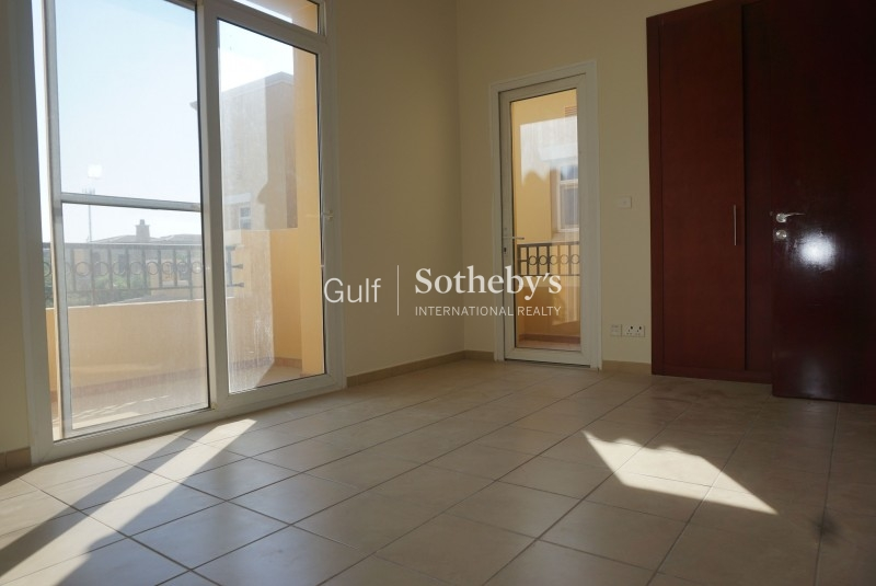 Spacious 1 Bedroom Apartment With Peaceful Views Vacant Now Er R 15701