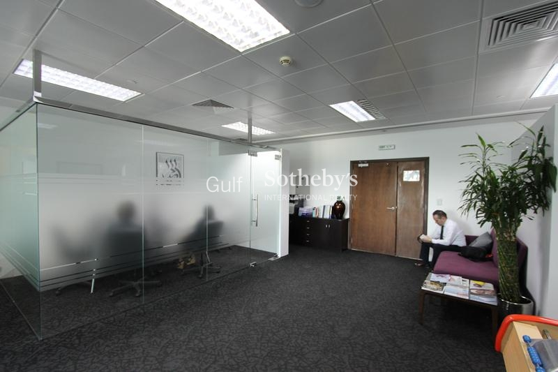 Spacious Fitted Office Near Metro-Difc
