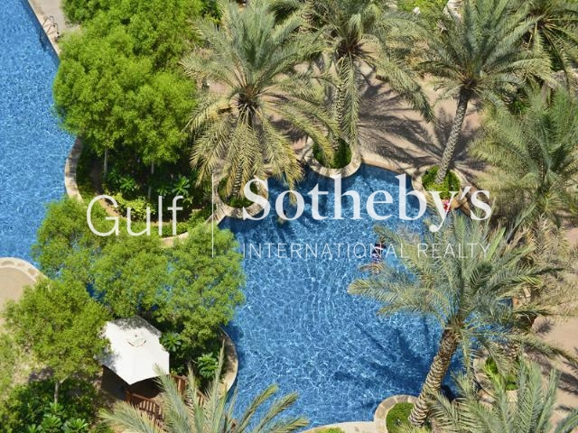 Full Lake View Jumeirah Islands Et Foyer, 4bed, 4bath, Maids, Family Room, Pool. Er S 5034