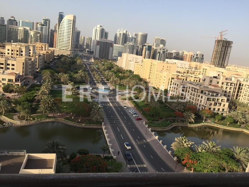 Incredible Canal View 1 Bed Apartment Golf Towers Er R 13418