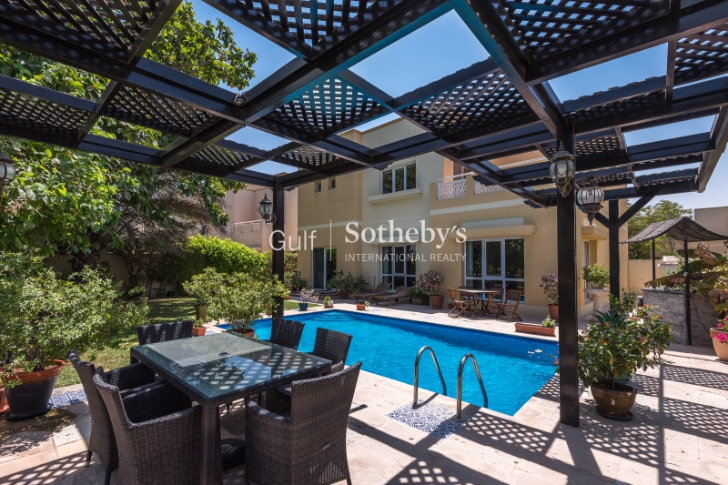 4 Bedroom With Swimming Pool Lake Facing