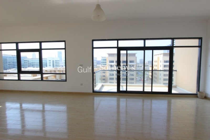 Spacious 3br Apt With Sea View And Maid'S Room In Sadaf, Jbr Er R 15234