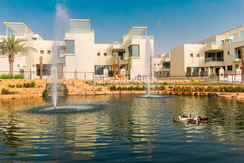 Palm Jumeirah Beach Side Of Shoreline Apartments Ere Homes Offer Another Great 2 Bedroom Plus Maids For Rent Overlooking The Sea Er R 10585