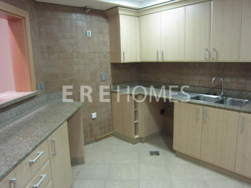 Ere Homes Offer Another Great 2 Bedroom Plus Maid Apartment On The Shoreline Er R 11006
