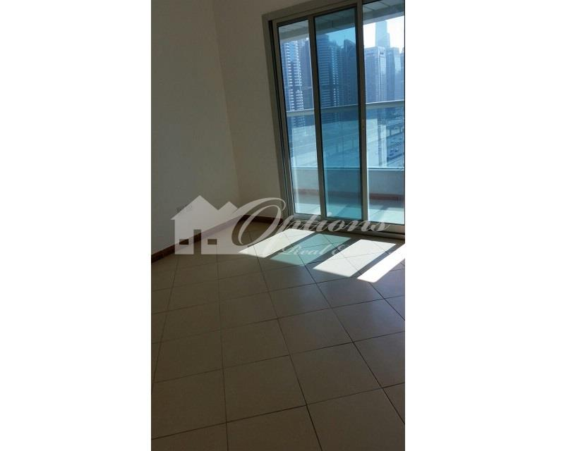 One BR Apartment in Marina Diamond Near Metro Station