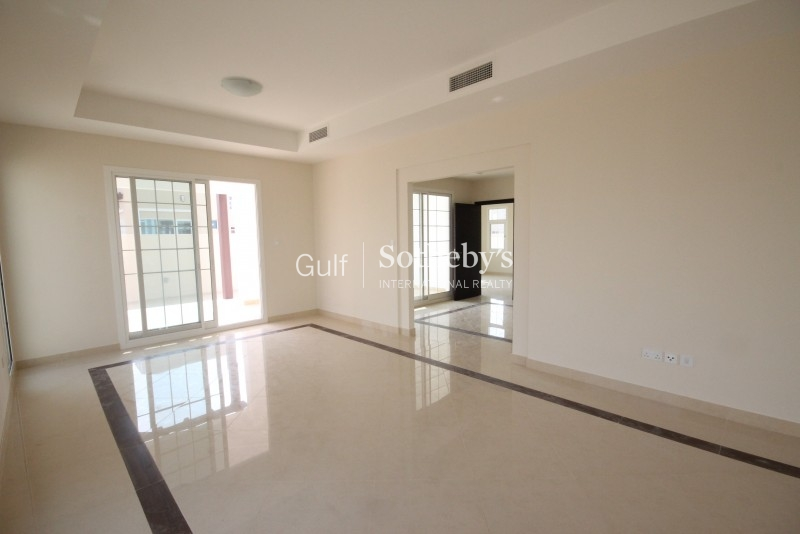 Beautiful And Spacious 2 Bedroom Apartment Lofts Tower Downtown Dubai