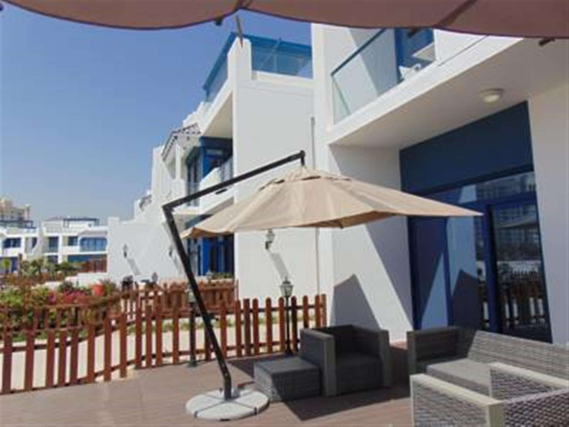 Nicely Priced 4 B/r Vacant Townhouse With Sea Pool View