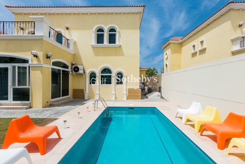 Immaculate Upgraded 3 Bed Private Pool