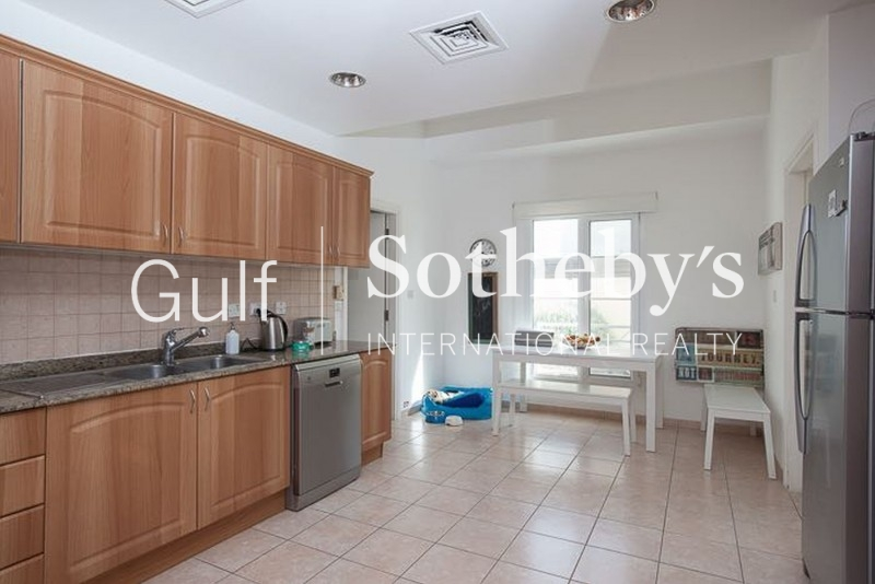 Furnished 2 Bed With Large Terrace In Grandeur